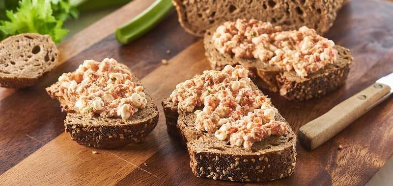PHFM Volkorenbrood met paprikaspread
